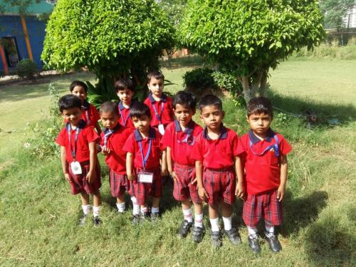 Earth Day  Our school kids Exploring, discovering, and appreciating our natural world.12 (1)